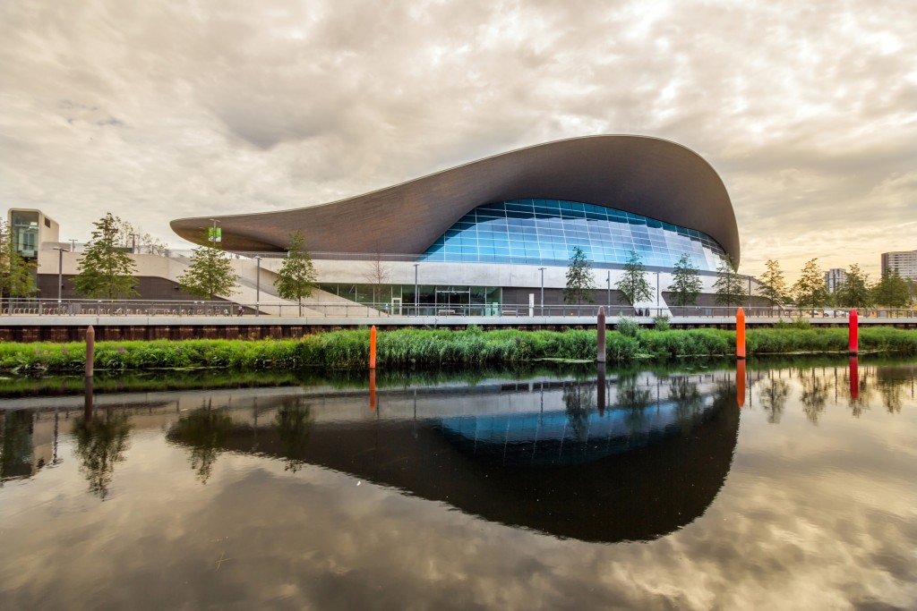 """Remembering the """"Queen of the Curve"""" Zaha Hadid"""